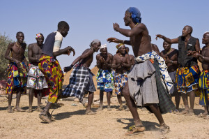 mucuval_dancing_at_a_celebration_near_virei_angola