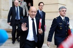 le-ministre-francais-de-la-defense-jean-yves-le-drian-le-10-_1384277